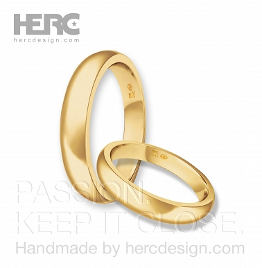 Round yellow gold wedding rings